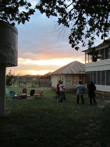 houseyarddarksmall